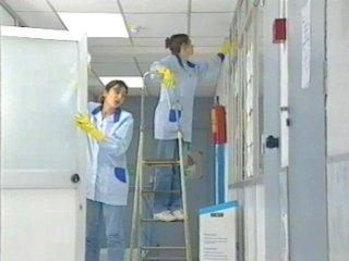 ¿Qué debe contemplar un contrato con una empresa de limpieza?